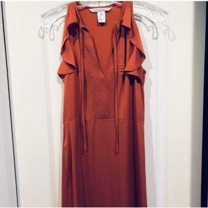 Gorgeous 💯 %silk dress. DVF size 2 Attached belt.